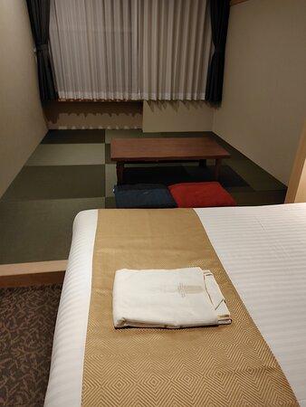 ベットと和室があります