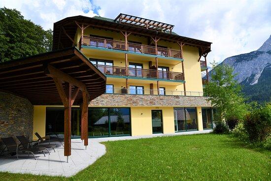 Villa Buchenhain mit Garten