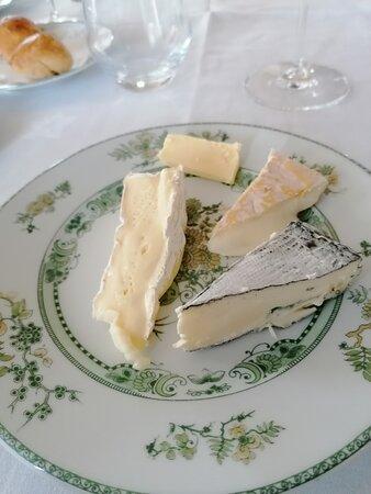 Aperçu de quelques fromages de la sélection de fromages fermiers.