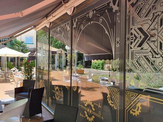 Une belle terrasse pour la saison estivale et même hivernale !