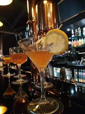 Cocktails de saison ou cocktails traditionnels, laissez-vous tenter dans une ambiance de la belle époque !