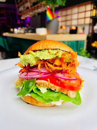 turkey burger, avocado and fresh vegetables
