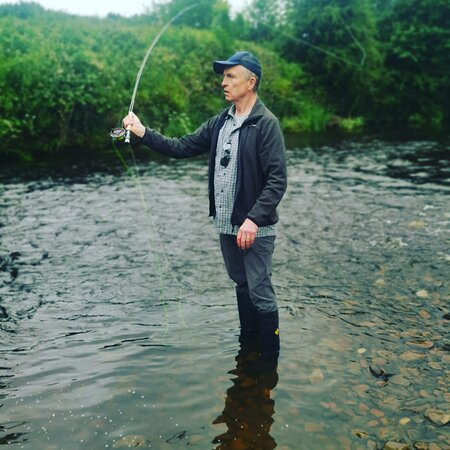 Dry fishing in the river mane