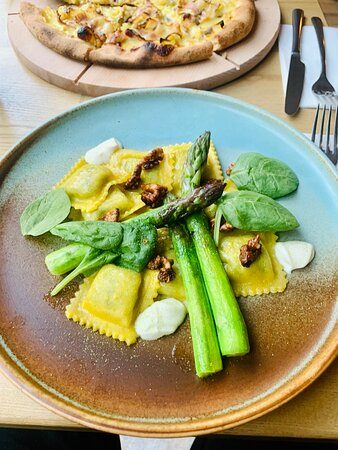 ravioli with spinach and ricotta with caramel nuts and green asparagus