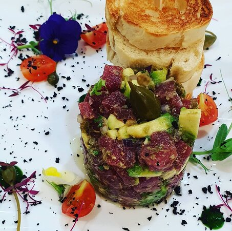 Red tuna tartare with avocado