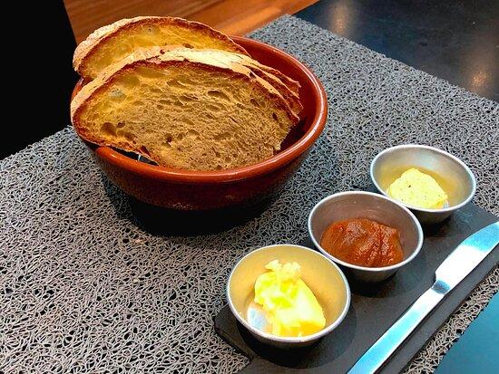 Pão de Santana e Misto de Manteigas