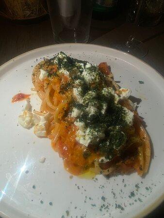 Spagnettoni con datterini tricolore e Bufala al profumo di basilico