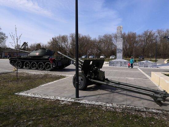 И пушки, и танки...