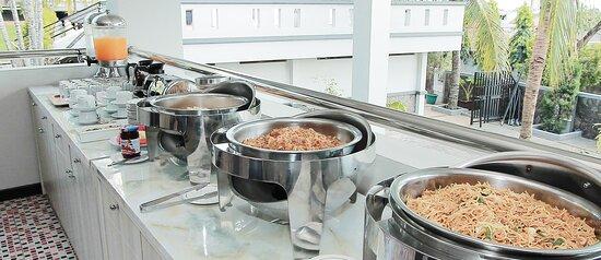 Breakfast area with buffet