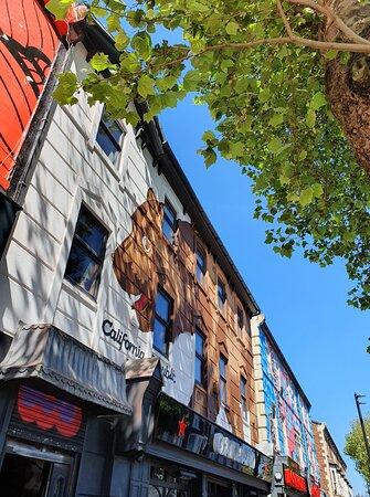 Oaklands Gallery in Victoria Quarter