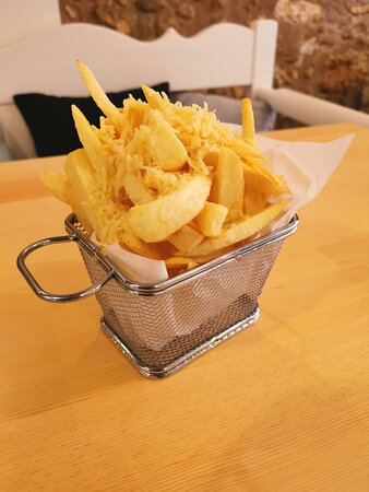 French fries with cheese topping
