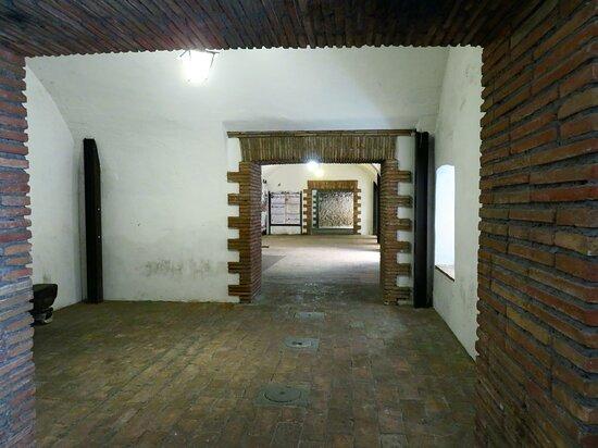 Interno (piano terra) del palazzo Pennone