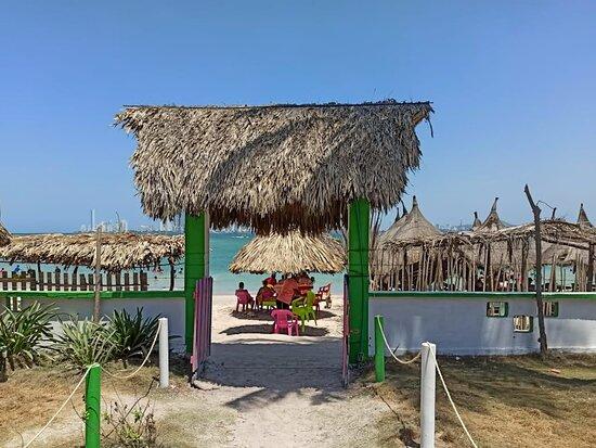 Isla Tierra Bomba, Colombia: En @nautyservices queremos sacar el aventurero que hay en ti, Somos tus complices y tus aliados en cada Plan que quieras hacer. Llama ya, lo hacemos realidad.🍾🥂⚓  PROMO !!! PROMO !!! PROMO !!!  INCLUYE 🔆Tour por las islas en el día de 8 AM hasta 4:30 PM / Tour Nocturno 2 horas de recorrido por la bahia de 6 pm a 8 PM, con botella de vino incluida. Valor $ 1'500.000.  🔆Botella de Vino María Barilla, un vino seco de elaboración Artesanal de Origen Colombiano, con su exquisito sabor a corozo.