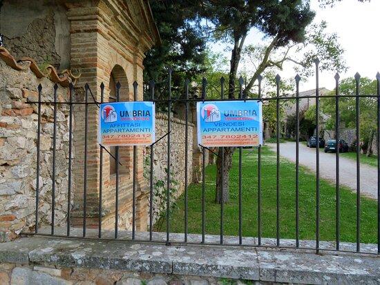 Avvisi di vendita/fitto di appartamenti all'interno del complesso conventuale