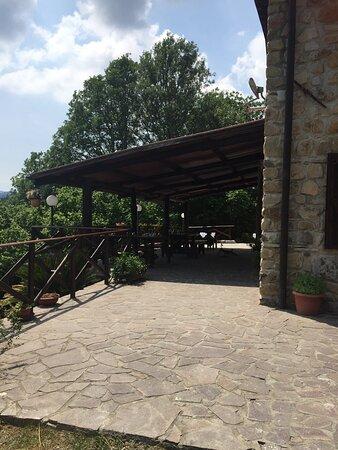 Brugnato, Italia: i tavoli esterni