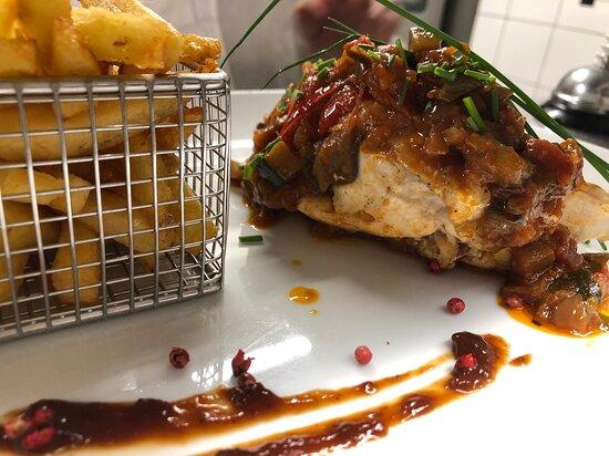 Suprême de poulet fermier et sa sauce basquaise