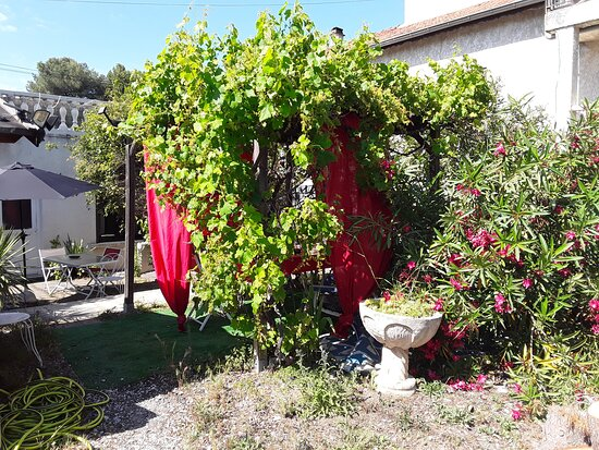 Nîmes, Frankreich: Les jardins d ingridmary