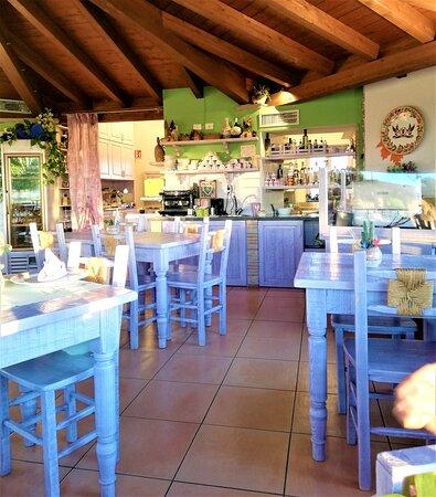 Locale ristorante e colazione.
