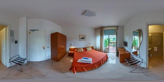 Camera superior con terrazza panoramica. Superior room with terrace