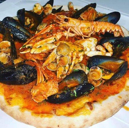 Pizza ai Frutti di Mare Freschi