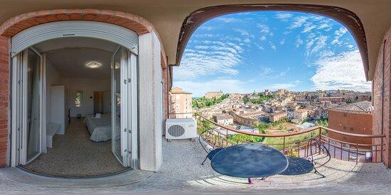 Balcone panoramico in camera standard. Panoramic balcony standard room