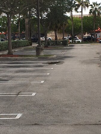 It's 6:00 pm on Thursday and the parking lot is bare.
