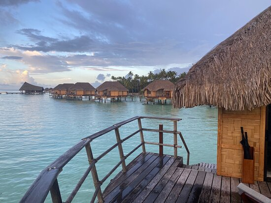 Taha'a Overwater Suite