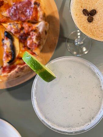 Cocktails & pizzas