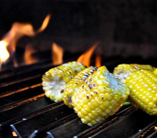Our organic and local corn cooked on the mezquite grill is so delicious you'll want it again and again. 🌽  Nuestro maíz orgánico y local cocinado en la parrilla de mezquite es tan delicioso que lo querrá una y otra vez. 🌽