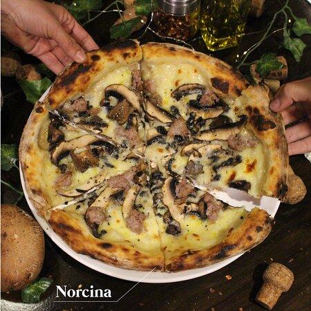 NORCINA - Mozzarella, trozos de chorizo italiano, y portobello
