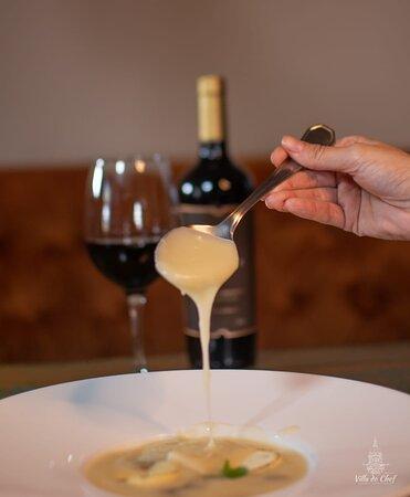 A consistência do Veluté, da Sopa de Palmito com Cougumelos Paris, é um dos atrativos dessa entrada.