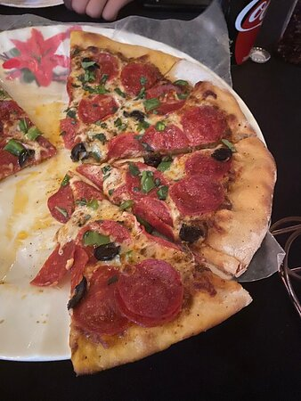 Roatan, Honduras: Most amazing pizza the crust was perfect and awesome toppings the atmosphere is great I give them 10 stars