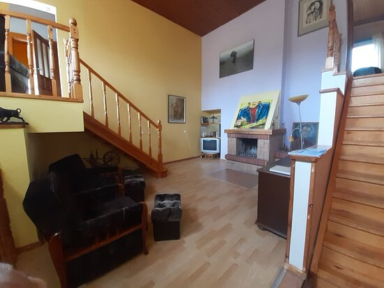 Vanaturs Guest house by Kaltene beach.Welcoming and spacious house with 5 bedrooms, 3 bathrooms, 3 lounge arreas, well maintained artistic hideaway,just stone strobe away from Kaltene rocks veach.