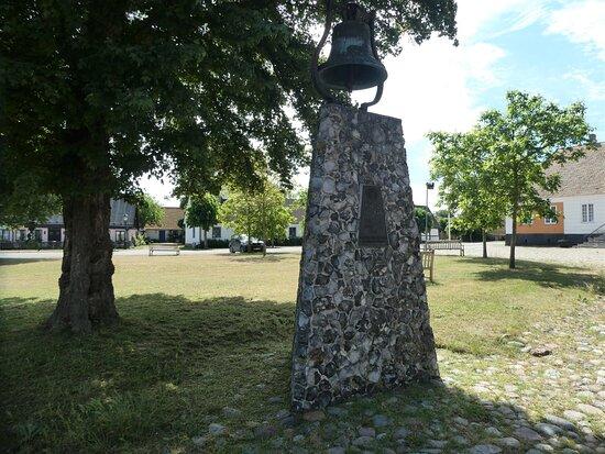Statyn ''knutsklockan''