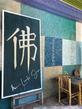 Bức tranh vẽ chữ Phật bằng Hán tự