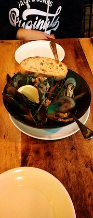 This is a MUST to order. The mussels are the best we had! The sauce is amazing, mussels very fresh. Just amazing