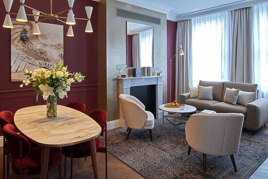 Luxury Two Bedroom Apartment reception room