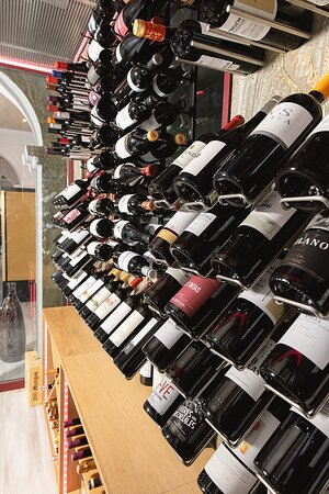 Nuestra bodega donde conservamos nuestros mejores vinos