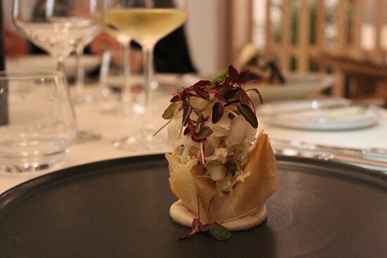 Cadgwith crab tartlet.  Wild garlic –pickled fennel – caviar