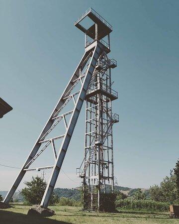 """Pozzo Vittoria, che ancora mantiene visibile il collegamento tra la  nostra miniera e """"il mondo di sopra"""""""