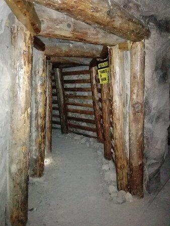 Perticara, Italien: Per finire un piccolo scorcio di miniera: quella al museo è una ricostruzione; in quella vera è meglio non entrare!! ;)