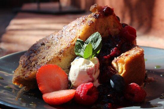 San Miguel de Allende, Mexico: pan frances con compota de frutos rojos