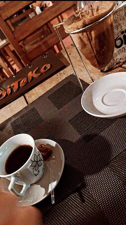 Cafezinho coado na hora de servir é no Boiteko!