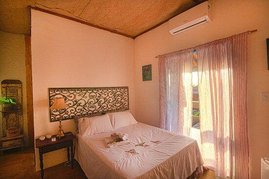 Gamboa, BA: Suite Dandara,ar condicionado,frigobar e varanda.