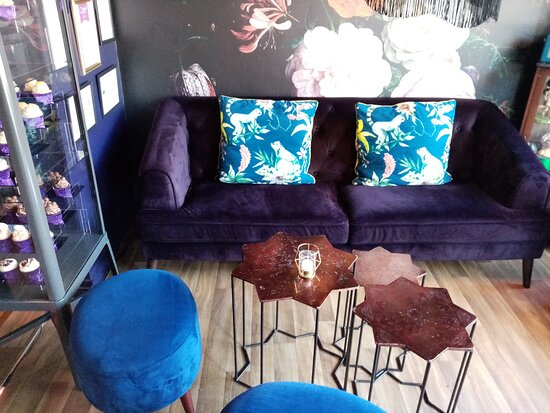 A nice settee to sit and enjoy a cake or two!