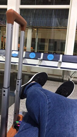 Azul: A espera do voo.
