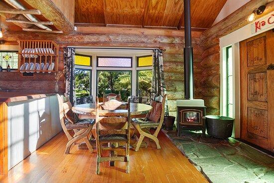 Waihi, Nueva Zelanda: Moose's Log Cabin, Shanty and Shack