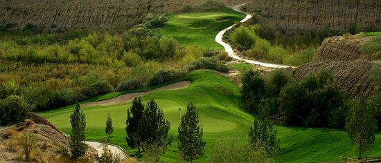 Quarry Pines Golf Course located right behind the hotel