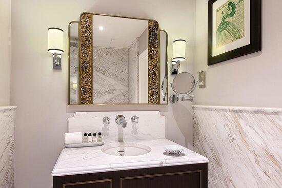 Bristol Executive Guest Bathroom