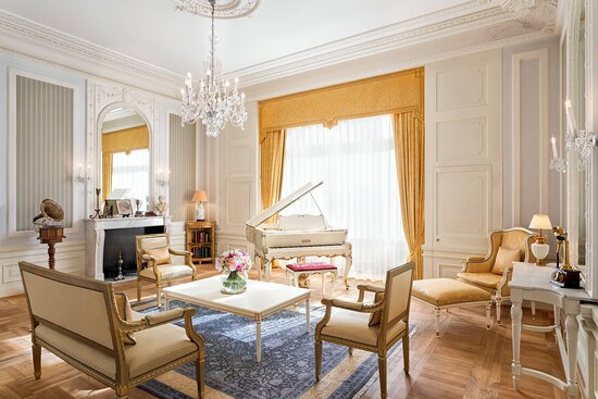 Paderewski Suite - Living Room